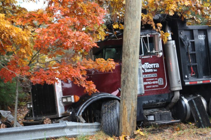 Fuel slick causes crash on Tihonet Road in Wareham | Wareham